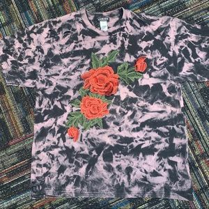 Short sleeve distressed t-shirt & embroidered rose